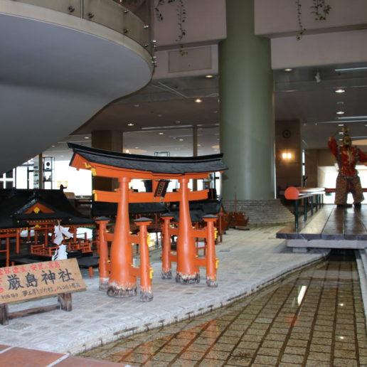 厳島神社をのぞむ安芸グランドホテル