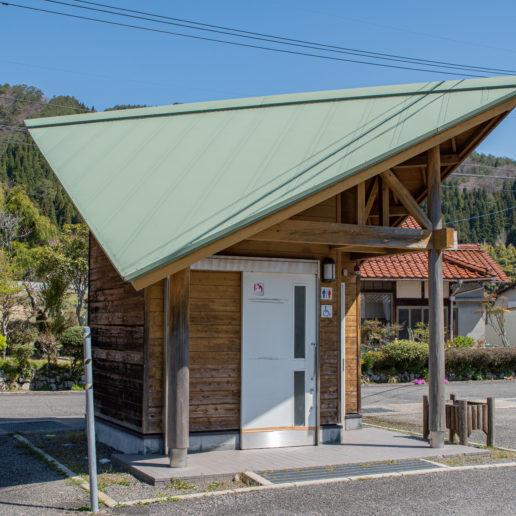 中津谷渓谷入口にあるトイレ