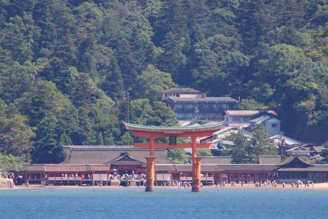 宮島口からの厳島神社は瀬戸内海が美しい