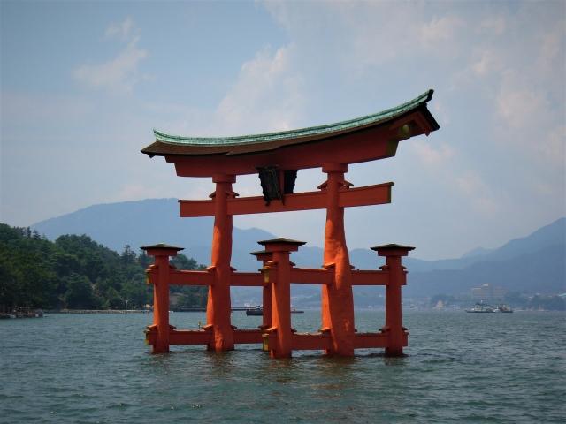 厳島神社の鳥居は廿日市側からも見える
